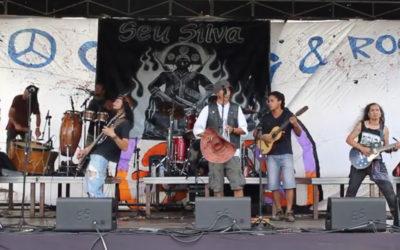 "Seu Silva toca ""Pagode Russo"" no Camping Rock 2017"