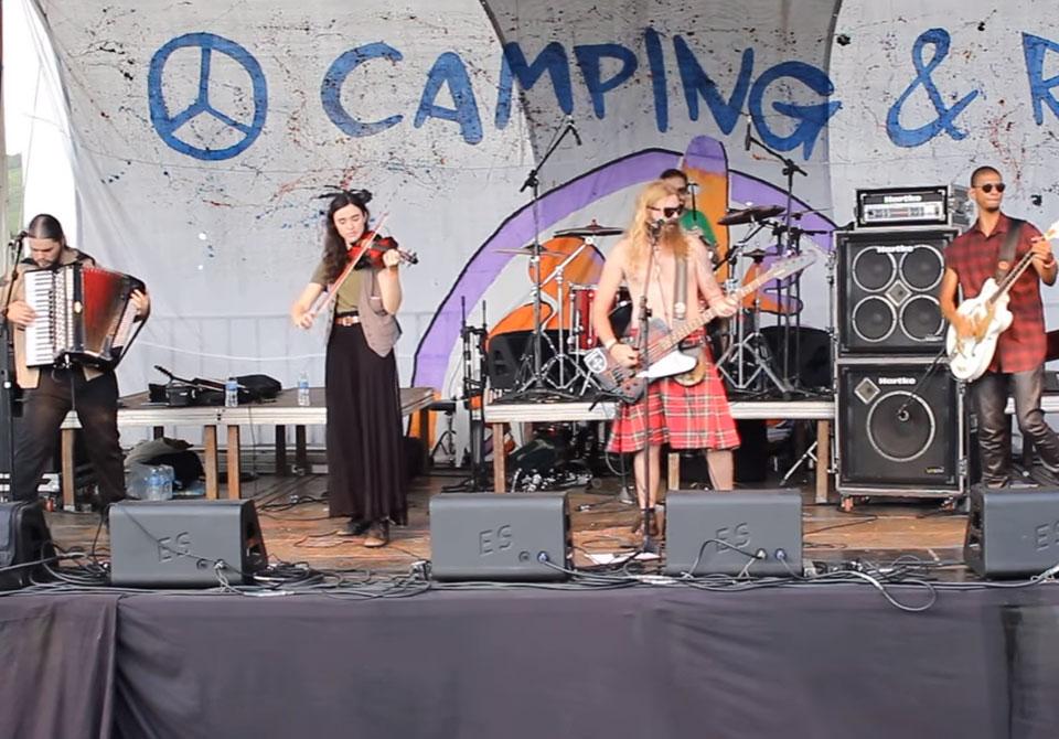 "Mc Miners toca ""Shipping Up to Boston"" no Camping Rock 2017"
